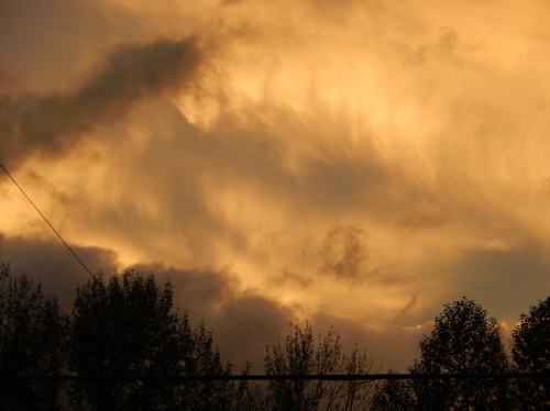 Sunset Sunday evening, clouds scuttling northward after wreaking havoc on the Lower Mainland. All in all, a nice weekend (despite the power outage on Saturday that shut down the downtown.)